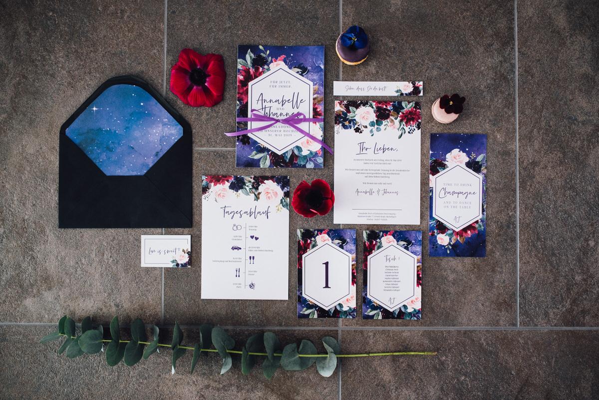 Hochzeitseinladung Ultra Violet Pantone Farbe des Jahres 2018